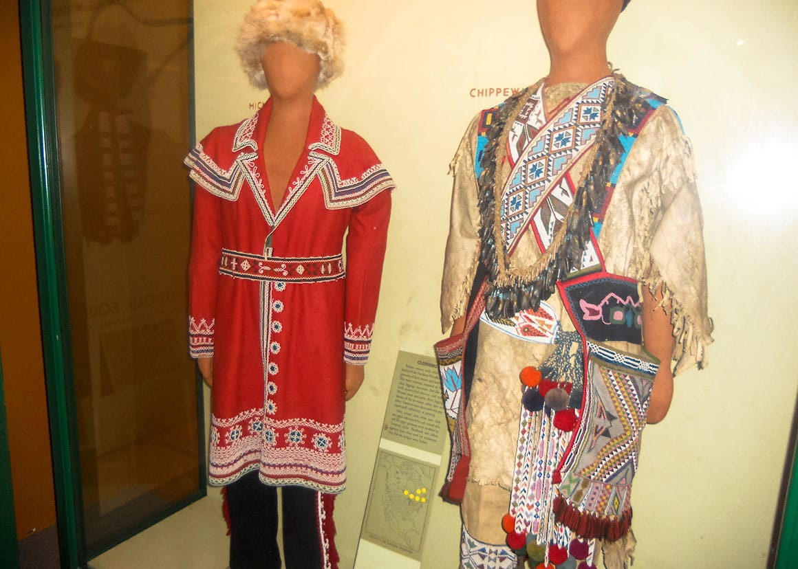 Chippewa tribe clothes